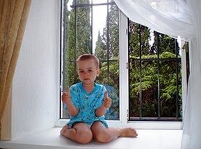 Пластиковые окна и двери из профиля REHAU